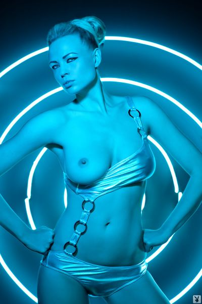 File:574541 - Gem Playboy Tron Tron Legacy cosplay.jpg