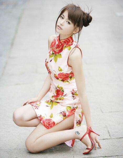 Порно фото девушки в китайском платье
